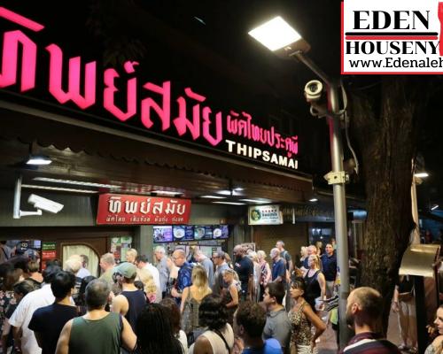 """ร้านผัดไทยทิพย์สมัย1 ประวัติของ """"ร้านพิมพ์สมัย ผัดไทยประตูผี"""" ย้อนกลับไปในอดีตประวัติศาสตร์ เป็นเพียงแค่ร้านเล็กๆ เก่าๆที่มีโต๊ะเป็นไม้ และเตา 1 อัน"""